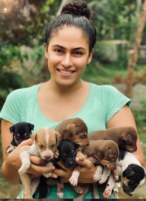 sandani fernando with puppies