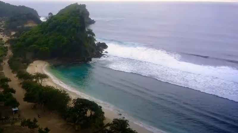 Pantai di Malang Yang Ada Penginapannya