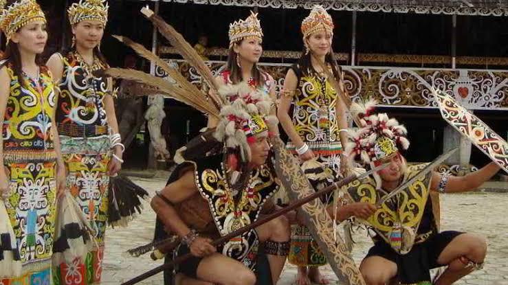 5+ Tari Tradisional Kalimantan Barat Paling Terkenal