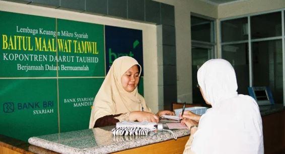 https://www.abusyuja.com/2020/09/mengenal-baitul-mal-wa-tamwil-bmt.html