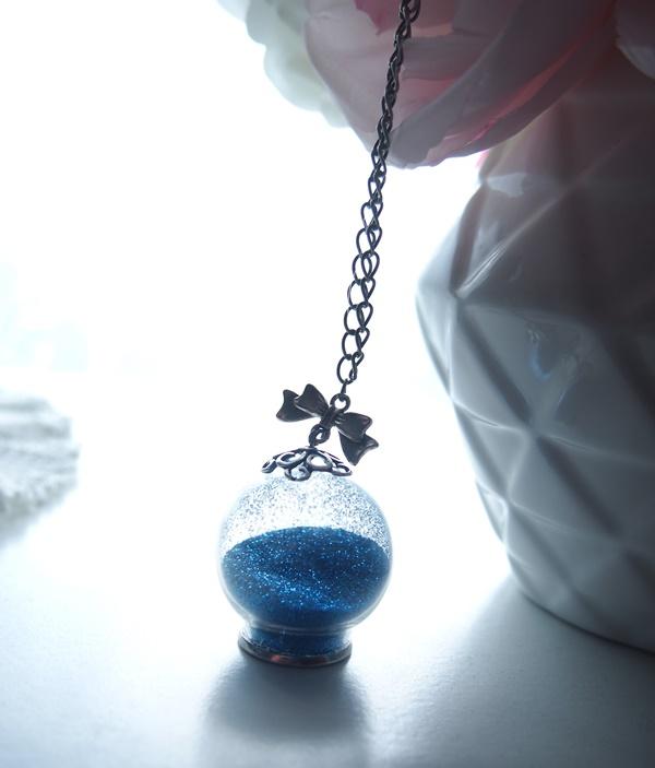 DIY : pendentif globe à paillettes