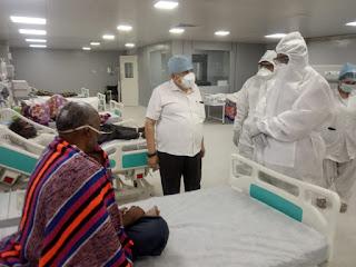 वन मंत्री डॉ. शाह ने पीपीई किट पहनकर कोविड वार्ड की व्यवस्थाएं देखीं