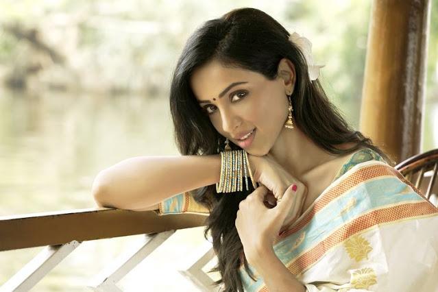 Telugu Actress Riya Suman Latest Photos In Saree Navel Queens