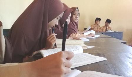 cara melatih siswa menulis
