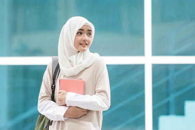 Yuk-Simak-4-Jenis-Jilbab-Pashmina-yang-Cocok-untuk-Kuliah
