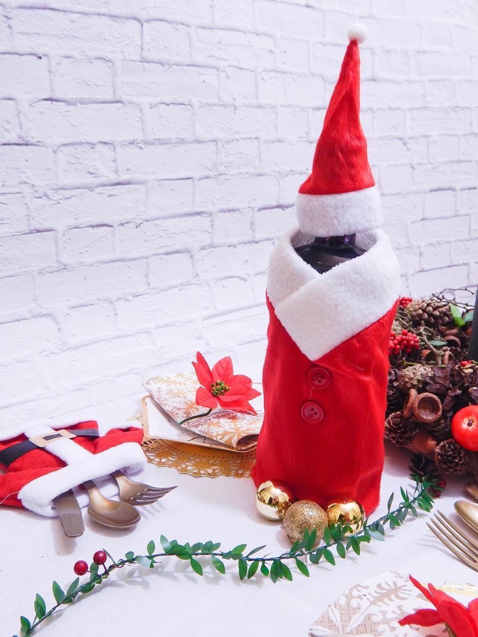 8 dekoracja świątecznego stołu jak udekorować stół na boże narodzenie dekoracja kolacja wigilijna dekoracja stroik na stół wigilijny wianek świeczka mikołajowe ubrania na butelki mikołaje na sztućce