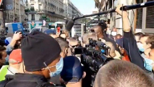 VIDÉO :  « Homophobe », « sexiste » : Jean-Marie Bigard hué par des Gilets jaunes, fini par être exfiltrer de la manifestation