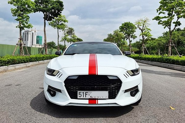 Cận cảnh 'ngựa chiến' Ford Mustang 2015 chỉ hơn 1 tỷ ở Sài Gòn