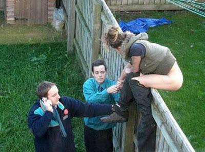 fiese Nachbarn in Garten kacken lustige Bilder Frauen
