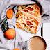 Ciastka francuskie z serkiem ricotta, karmelizowanymi morelami i rozmarynem