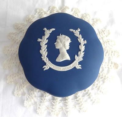 https://timewasantiques.net/collections/wedgwood/products/queen-elizabeth-ii-wedgwood-jasperware-powder-box-silver-jubilee-1977-dark-blue
