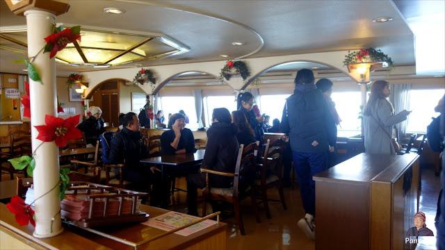 Kafe di dalam Santa Maria Cruise