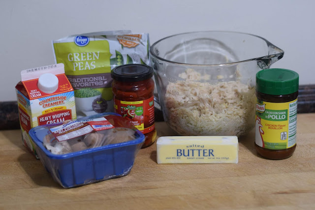 The ingredients needed for the easy chicken a la king recipe.
