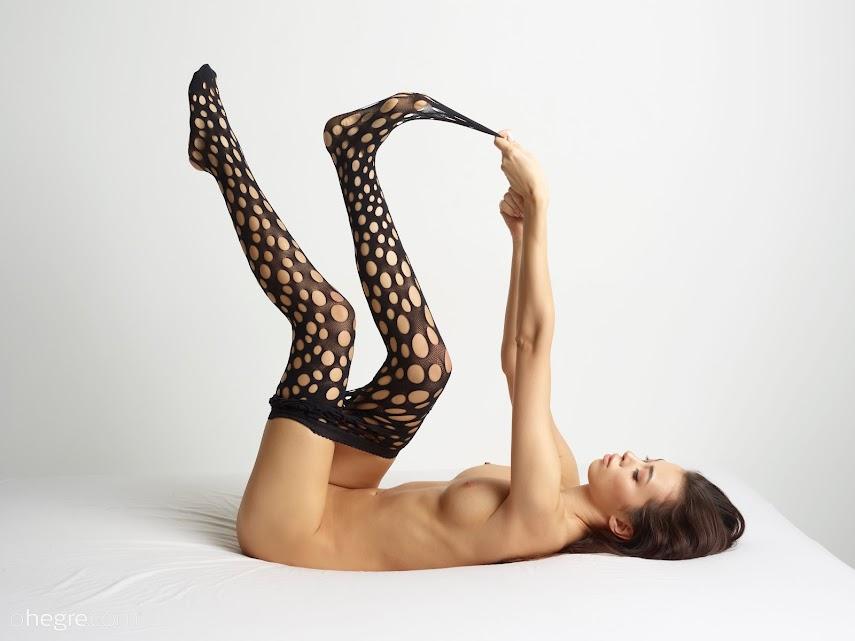 [Art] Nicolette - Wolford Spotty Net Tights 1489772066_nicolette-wolford-spotty-net-tights-board