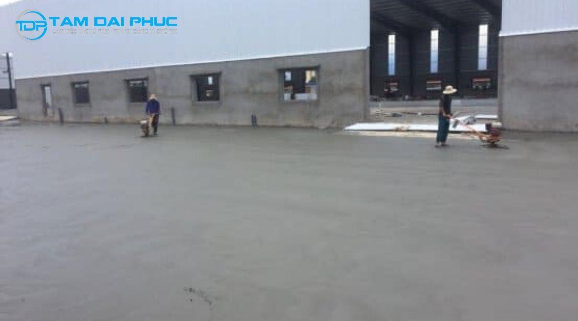 xoa nền bê tông bằng xi măng