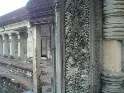 Esculturas de pedra sobre os templos de Angkor - Camboja
