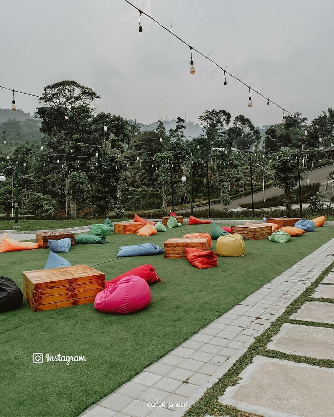 Tempat Spot Foto Sekaligus Ngopi di Pelangi Cafe & Resto, Gunung