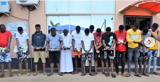 EFCC Arrests 15 Yahoo Boys Who Attempted To Flush Phones In The Toilet (Photos)