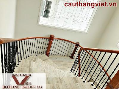 Lắp đặt cầu thang sắt mỹ thuật đẹp cao cấp ở Bắc Giang
