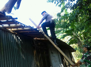 Puting Beliung Terjang Giriwoyo.  Belasan Rumah Porak Poranda