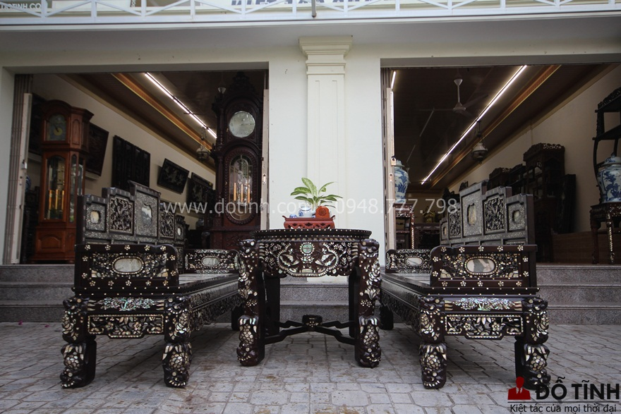 TK18: Trường kỷ ngũ sơn khảm ốc dành cho quý tộc - Ảnh: Dotinh.com