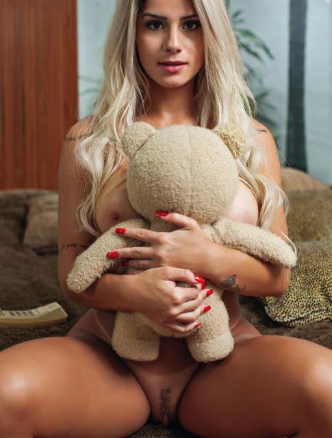 Fotos da Panicat Iara Ramos nua na Playboy
