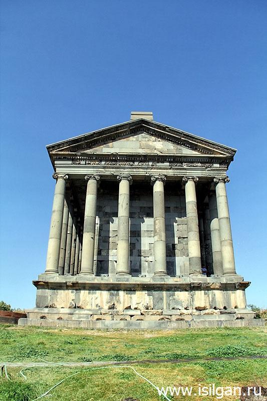 Храм бога света Митры. Поселок Гарни. Армения