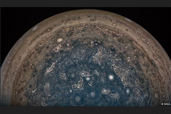 Jupiter dilihat dari Pesawat Ruang Angkasa Juno