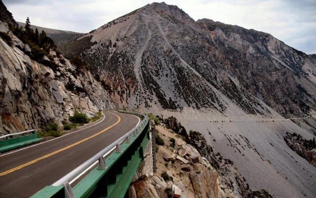 Memiliki perjalanan yang indah melalui Tioga Pass