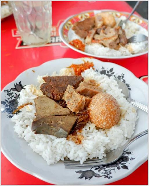 nasi petis;Rumah Makan Amboina.;10 Top Kuliner Bangkalan
