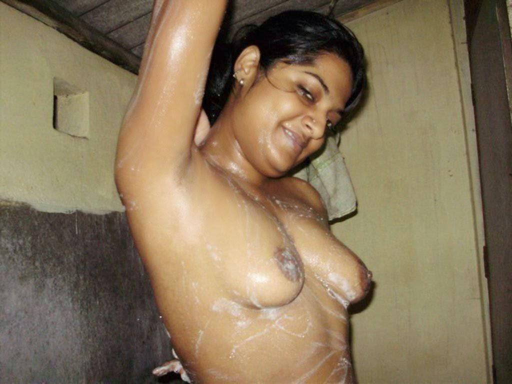 Indian Aunty Bathing Photos