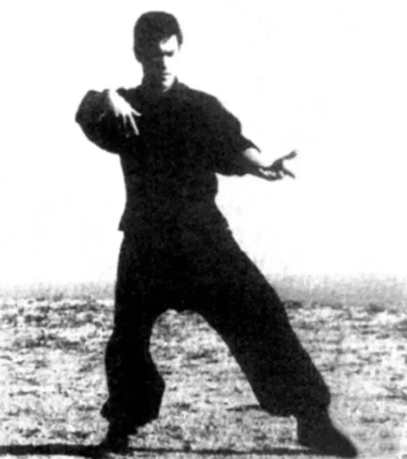 "11b5d805d ... on China's ""World Taijiquan"" website a couple of months ago that  discussed a set of photos taken at Long Beach, California in 1964 showing Bruce  Lee ..."