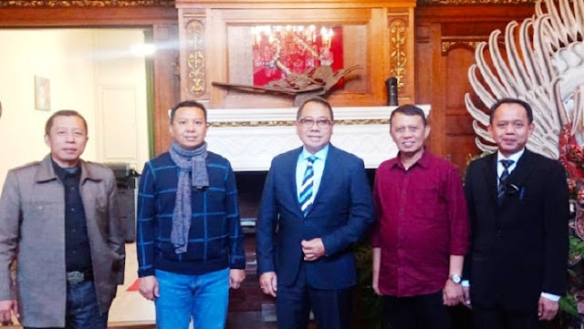 Exploring Tourism Cooperation, Basli Ali Visits the Indonesian Embassy in The Hague