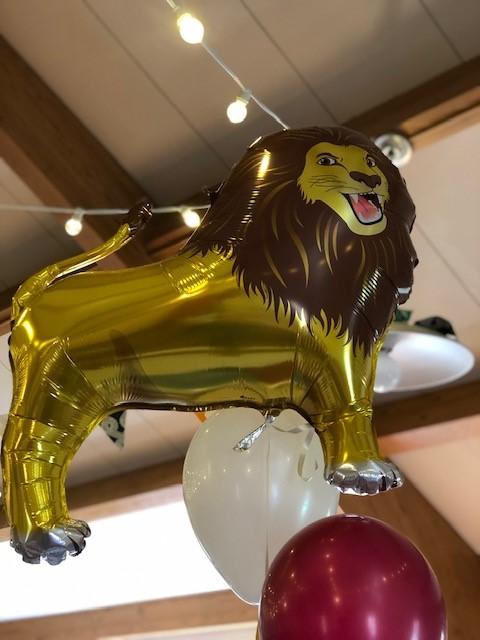 lion balloon, balloon decor, circus centerpieces