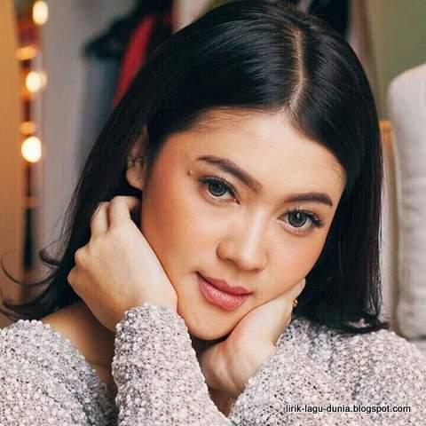 Indah Dewi Pertiwi - instagram 2017