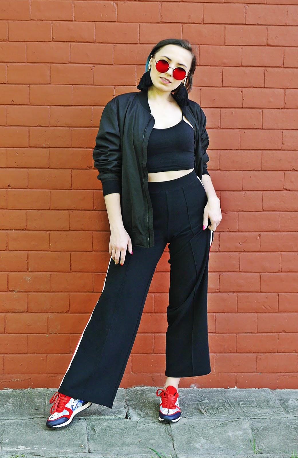 1_kolorowe_sneakersy_renee_czarne_spodnie_z_lampasem_crop_top_karyn_blog_modowy_300418