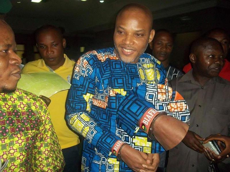 """IPOB leader Nnamdi Kanu rocks """"I love Biafra"""" wristband as case is adjourned"""