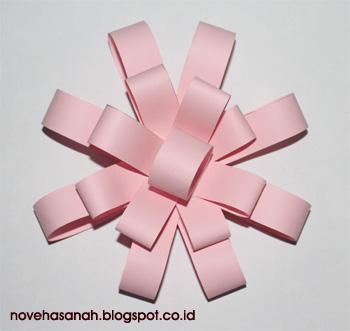 cara membuat bunga dari potongan kertas ini sangat mudah sehingga cocok untuk diajarkan pada anak-anak SD (sekolah dasar) 8