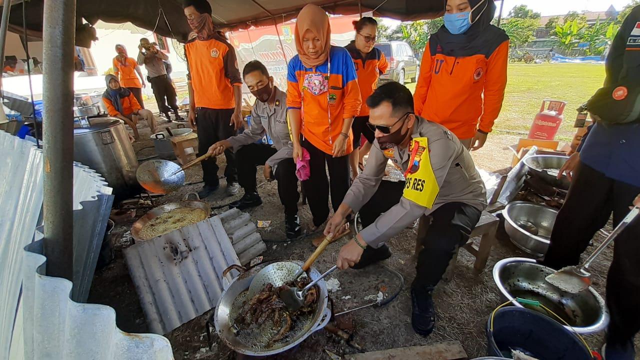 Dapur Umum Bagikan 1.350 Nasi Bungkus untuk Warga Terdampak Covid-19 di Kebumen