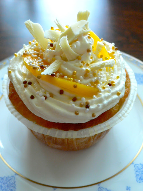 Peach-whitechocolate cupcake