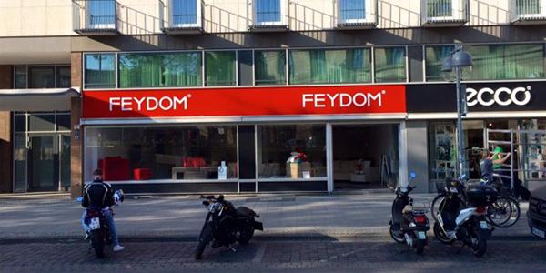 Mazedonische Modul-Sofas im neuen Showroom in Hannover