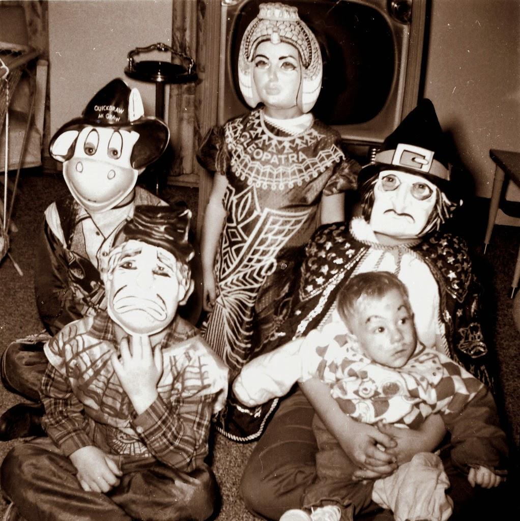 30 vintage photos of people wearing strange and creepy masks vintage everyday. Black Bedroom Furniture Sets. Home Design Ideas