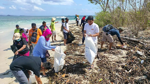 Ratusan Penggiat Pariwisata ,HPI Dan GenPI  Melakukan Bersih Pantai