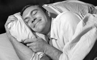 Ανακάτεψε αυτά τα 2 συστατικά πριν πέσεις για ύπνο και δεν θα ξυπνήσεις ποτέ ξανά κουρασμένος.