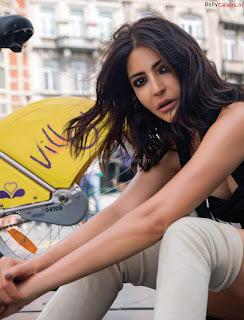 Anushka Sharma Sizzles on Filmfare Magazine ~ bollycelebs.in Exclusive Celebrity Pics 002