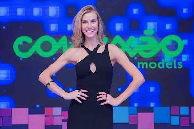 A apresentadora Renata Kuerten  (Crédito: Artur Igrecias/Divulgação RedeTV!)