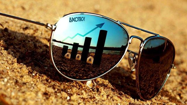 379493158f4cc Duas semanas após anunciar uma fusão bilionária com a empresa francesa  Essilor, a italiana Luxxotica, maior fabricante de óculos do mundo - dona  das marcas ...