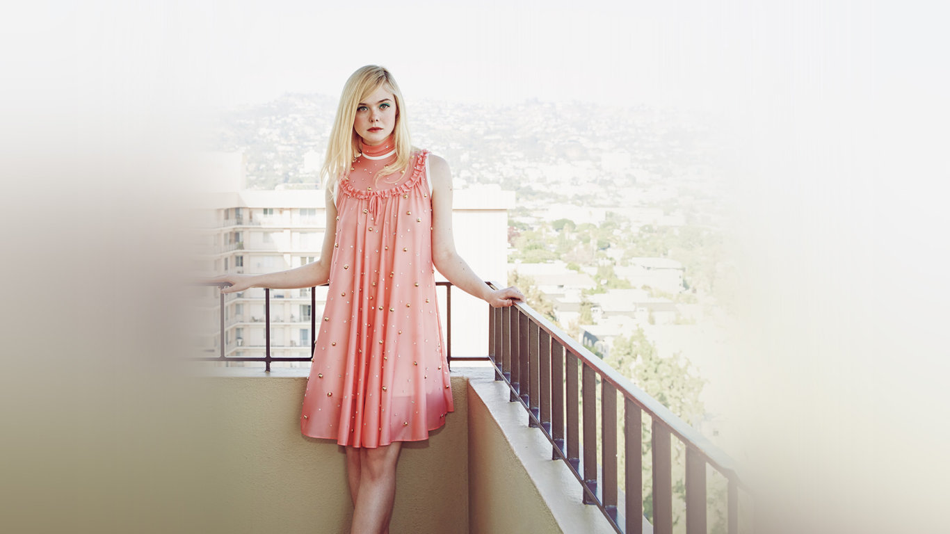 Hollywood Actress Elle Fanning Latest Wallpaper