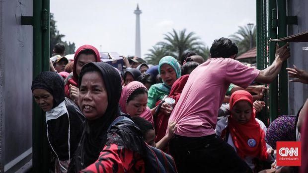 """Ricuh di Acara """"Untukmu Indonesia"""" Monas, Pengunjung Jatuh Pingsan"""