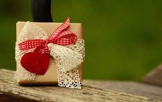 girlfriend ko kya gift dena chahiye: